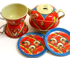 I think I have a new obsession - tin toy tea sets! $52 from @OldeTymeNotions on @Etsy