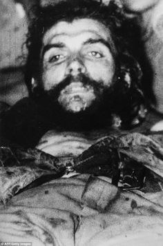 Che Guevara, shortly after his execution. 20 More Rare Historical Photos - ODDEE Death Pics, Cuba History, Ernesto Che Guevara, Rare Historical Photos, Fidel Castro, Family Show, New Politics, Weird Pictures, Popular Culture