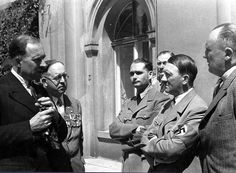 Hitler in 1935 with Hess, Brueckner and Schmidt, discussing WWI with some British vets.
