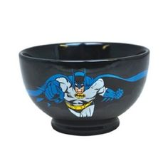 Eat in style: breakfast, soup, ice cream or anything else for that matter with this awesome Batman stoneware bowl! With the Batman logo on one side along with an image of the caped superhero on the other. Robber Halloween Costume, Costume Batman, Dc Comics, Snack Bowls, Cereal Bowls, Veuve, Geek Gadgets, Batman Logo, Batman The Dark Knight