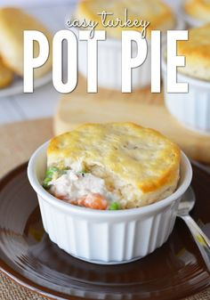 How to make delicious individual turkey pot pie! This easy turkey pot pie recipe is great for using leftover Thanksgiving turkey! Try making these yummy turkey pot pies this holiday season! Your family will love these delicious pot pies. Easy Leftover Turkey Recipes, Leftover Turkey Soup, Leftovers Recipes, Turkey Pie, Turkey Leftovers, Dinner Recipes, Easy Turkey Pot Pie, Turkey Chili, Turkey Dishes