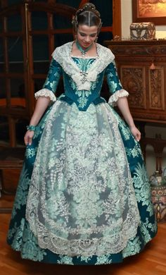 trajes de fallera de 2016 - Buscar con Google 18th Century Dress, 18th Century Fashion, Pretty Dresses, Beautiful Dresses, Pioneer Clothing, Fairytale Dress, Vintage Gowns, Cosplay Outfits, Rococo