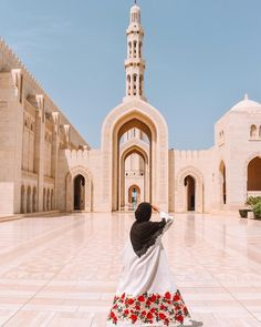 Sultan Qaboos, Mosque Architecture, Profile Picture For Girls, Road Trip, Islamic Girl, Hijabi Girl, Photos Tumblr, Insta Photo Ideas, Sky Aesthetic