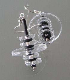 Örhängen i gummi och plexiglas. Earrings made of plexiglass and rubber