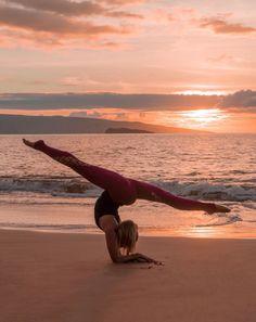 @neyu_ma in the #AloYoga Entwine Legging #yoga #inspiration