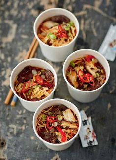 Sweet Chilli Pork with Rice Noodles - The Happy Foodie Nadiya Hussain Recipes, Beef And Noodles, Soba Noodles, Chicken Noodles, Asian Noodles, Nigella Lawson, Time To Eat, Noodle Recipes, Vegan