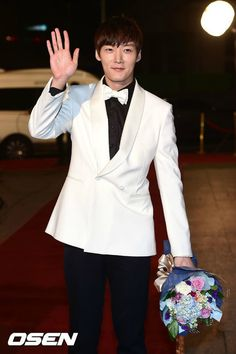 The 16 Worst-dressed Korean stars from the 2014 award season Choi Jin Hyuk, Kim Jin, Hot Korean Guys, Korean Men, Asian Men, Lee Sang Yoon, Lee Sung, Korean Male Actors, Asian Actors
