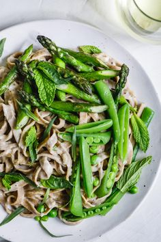 Creamy fettuccine alfredo lightened up with almond milk and topped with spring veggies and herbs. Paired with Kenwood Vineyards' crisp Sauvignon Blanc.