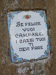 se felice vuoi campare, i cazzi tuoi ti devi fare. Italian saying found in a wall in Amalfi - photo by Sarah Allard