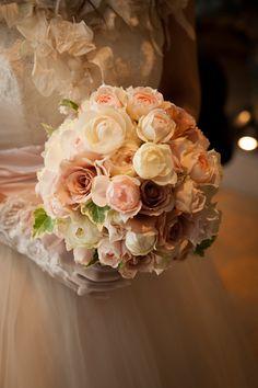 シェ松尾青山サロンの花嫁様。 花かんむり、ブーケ、そして装花すべてを 担当させていただきました。 実は数年前のご結婚式の方。  お花がとても...
