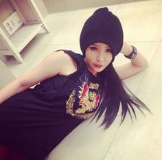 2NE1′s Park Bom represents Blackjacks with a fierce selca