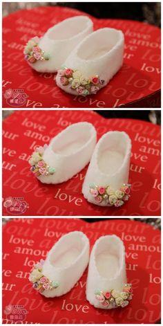 这个是给我的娃娃做的玫瑰小鞋子 呵呵呵 绝对的迷你版~~~