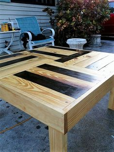 If you wish to have a special wood table, resin wood table may be the choice for you. Resin wood table furniture is the right type of indoor furniture since it has the elegance and provides the very best comfort in the home indoor or outdoor. Reclaimed Wood Projects, Diy Pallet Projects, Woodworking Projects, Wooden Projects, Pallet Ideas, Teds Woodworking, Popular Woodworking, Pallet Crates, Wood Pallets