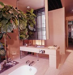 Delightfully Over-the-Top Vintage Bathrooms from Vogue Magazine 2019 Vogue Magazine Vintage Bathroom Decor 80s Interior Design, Bathroom Interior Design, 1980s Interior, French Interior, Interior Modern, Interior Decorating, Vintage Bathroom Decor, Retro Home Decor, Design Lounge