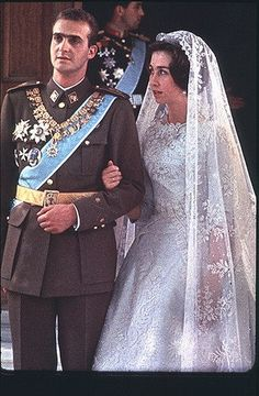 Wedding day, of the King of Spain and Queen Sofía. She received the tiara from her mother, Frederika. 14 de mayo de 1962