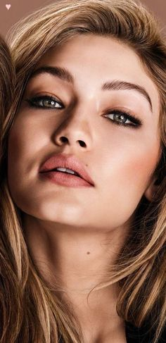 Gigi Hadid i think your beautiful and sexy.you just have that look.knock them dead girl ! Bella Hadid, Style Gigi Hadid, Sara Foster, Model Face, Models Makeup, Fashion Weeks, Sensual, Makeup Inspiration, Makeup Looks