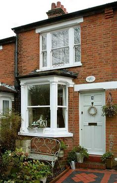 Most Design Ideas Small Terraced House Front Garden Ideas Pictures, And Inspiration – Modern House Victorian Terrace House, Victorian Cottage, Victorian Homes, Modern Victorian Bedroom, Terrace House Exterior, Terraced House, Style At Home, Edwardian Haus, Victorian Front Doors