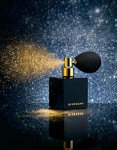 Ma wish list beauté - Elle Perfume Scents, Perfume Bottles, Dior Perfume, Parfum Musc, Alien Perfume, Black Perfume, Perfume Display, Watches Photography, Cosmetic Design