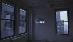 天才デザイナーRichard Clarksonの作品[The Cloud]です。超~Cool !! 実はこれがインタラクティブな光と音のシステムで、やわらかい綿で包まれ、まるで雲のようです。稲妻がなったり、雷なったりしますが、決して雨が降らない雲です。 中にはBluetoothシステムが内蔵され、スマホなどの音源に合わせて、[The Cloud]が幻想的なライティングを演出してくれます。