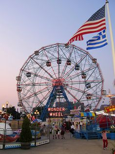 Wonder Wheel - Deno's Wonder Wheel amusement park at Coney Island. Summer Aesthetic, Retro Aesthetic, Hot Dog Restaurants, Attraction, Amusement Park Rides, Carnival Rides, Fun Fair, Coney Island, Adventure Is Out There