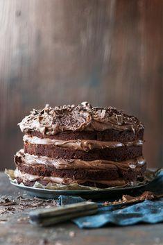 Pätkis-kerroskakku // Mint Chocolate Layer Cake¨ Food & Style Elina Jyväs… Delicious Desserts, Dessert Recipes, Yummy Food, Pastel, Sweet And Salty, No Bake Cake, Love Food, Food Inspiration, Sweet Recipes