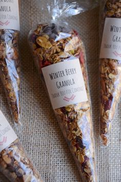 Homemade Winter Berry Granola is the perfect favor idea for weddings baby showers bridal showers or winter parties. Easy to make in big batches too! Brown sugar spice and dried berries come together to create this lovely winter granola recipe. Granola Muesli, Dried Berries, Food Packaging, Bake Sale Packaging, Dessert Packaging, Cookie Packaging, Packaging Ideas, Food And Drink, Cooking Recipes