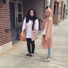 blush neutral hijab style- Hijabi fashion Bloggers Street looks http://www.justtrendygirls.com/hijabi-fashion-bloggers-street-looks/