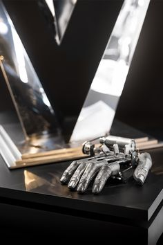 Fingers Mk III by Nik Ramage is an impatiently-tapping mechanical replica of the artist's own hand on display at the M.D Gallery in Geneva. Swiss Watch Brands, Geneva, Fingers, Cufflinks, Industrial, Display, Watches, Luxury, Gallery