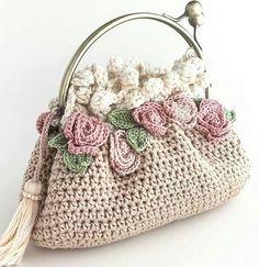 No photo description available. Crochet Wallet, Crochet Tote, Crochet Handbags, Crochet Purses, Crochet Coin Purse, Cute Crochet, Knit Crochet, Crochet Decoration, Diy Handbag