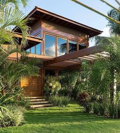 Arquitetura e natureza em harmonia. Architecture and nature in harmony. Futuristic Architecture, Facade Architecture, Style At Home, House Extensions, Tropical Houses, House In The Woods, Modern House Design, Home Fashion, Exterior Design