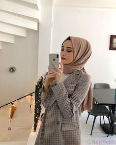 hijab scarf Image may contain: 1 person, standing, phone and indoor. Abaya Fashion, Muslim Fashion, Modest Fashion, Fashion Outfits, Fashion Clothes, Fashion Fashion, Fashion Ideas, Fashion Tips, Casual Hijab Outfit