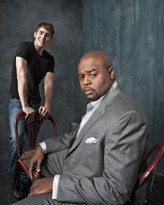 Lee Pace and Chi McBride Look at Lee's guns! Lee Pace, Best Tv Shows, Favorite Tv Shows, Elf King, Perfect Husband, Pushing Daisies, Fangirl, Comedy, Actors