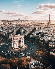 """"""" It is five o'clock, Paris wake up"""" said Jacques Dutronc a famous french singer in the 70's. In which city did you wake up this morning ?: @sam.travel.."""" Il est cinq heures, Paris s'éveille"""" chantait Jacques Dutronc en France dans les années 70. Dans quelle ville vous êtes vous réveillé ce matin ?..#feelfrance #culture #morning #paris #bucketlist #france #travel #architecture #vacation #city #wanderlust #history #visitparis #sunrise  #Regram via @francefr"""