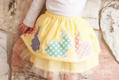 A fluffy, full skirt with simple and cute Easter appliqués, the perfect skirt to wear to an Easter egg hunt, or all Spring long. Easter Outfit, Easter Dress, Diy Craft Projects, Sewing Projects, Diy Crafts, Sewing For Kids, Baby Sewing, Sewing Clothes, Diy Clothes