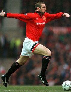 Eric Cantona. Tan polemico como excelso jugador, gran tranco y pegada tremenda