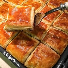 """1,888 Beğenme, 70 Yorum - Instagram'da Mutfaktahulya (@hulya.turan_): """"Hikayemde paylaştığım Tadına bakanlardan tam not aldığım el açması börek ~~~İlk önce kıymalı…"""""""