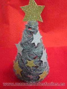 Arbol de navidad hecho con lana