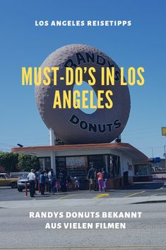 Must-do& in Los Angeles that shouldn& be missing on any list! - Randy& Donats is known from many series and films and is definitely one of the must-do& - Africa Destinations, Travel Destinations, Travel Maps, Travel Usa, Reisen In Die Usa, Las Vegas, Los Angeles Travel, Los Angeles Restaurants, Les Continents