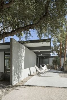 Donald Wexler's home still shines in Palm Springs - Mid Century Home Interior Exterior, Exterior Design, Exterior Colors, Palm Springs Häuser, Palm Springs Style, Home Confort, Mid Century Landscaping, Mid Century Exterior, Home Still