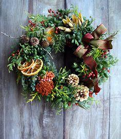 お待たせしました!新作アップのお知らせです。クリスマスリースはじめ、冬に飾っていただきたいリース、フレームアレンジを制作しました。アップするものをご紹介し...