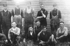H-D workers outside the factory, including the founders (1900s)