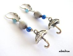 Boucles d'oreille Parapluie, Graine job et Perle nacrée bleue foncé - un bijou à porter en fonction de la météo! : Boucles d'oreille par milaekem-bijoux