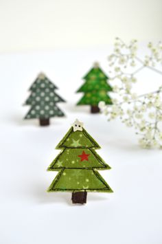 Christmas Tree pin brooch made using freehand machine embroidery by Stitch Galore. Fabric Christmas Trees, Christmas Crafts, Christmas Ornaments, Freehand Machine Embroidery, Free Machine Embroidery, Floral Print Fabric, Floral Prints, Embroidered Gifts, Vintage Fabrics