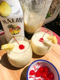 This Boozy Pineapple Whip Tastes Like Summer in a Cup, and I'm Obsessed – Cocktails Rezepte Pineapple Whip, Pineapple Drinks, Pineapple Slices, Hawaiian Drinks, Easy Alcoholic Drinks, Alcohol Drink Recipes, Fireball Recipes, Popsugar Food, Coconut Rum