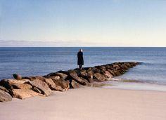 你站在邊界的末端,眺望一個人的風景 / photo by Osma Harvilahti