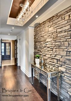 This Stone Wall is Amazing! Stucco Siding, Pierre Decorative, Brick Face, Stone Accent Walls, Thin Stone Veneer, Brick And Stone, Elegant Homes, Architecture Details, Home Deco