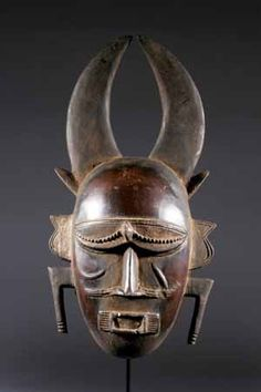 Le masque africain Djimini une forme simple mais très authentique africaine