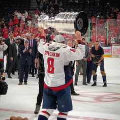 No doubt the deserved this more & im happy Ovechkin got his first cup Minnesota Wild, Minnesota Vikings, Alex Ovechkin, Vikings Football, Stanley Cup Champions, Minnesota Timberwolves, Nba News, Nba Playoffs, A Guy Who