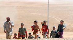 Estado Islâmico crucifica e enterra crianças vivas no Iraque  Crucificações, decapitações e há até relatos de crianças enterradas vivas, além de outras que são raptadas para serem vendidas como escravos sexuais.