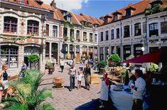 Le vieux Lille - côté piéton. http://www.fasthotel.com/nord-pas-de-calais/hotel-lille-aeroport